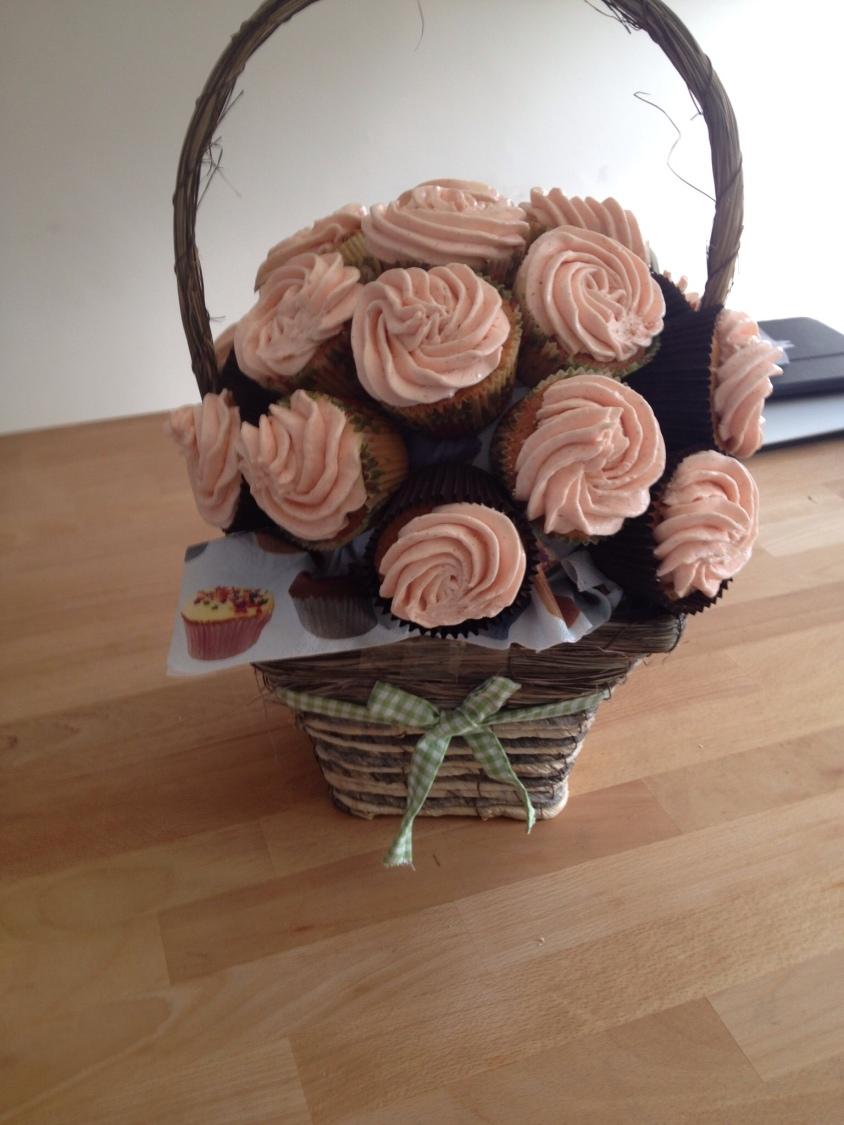 How To Make Flower Basket Cupcakes : Cupcake flower basket vannillarock