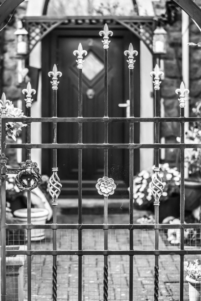 Cee's black and white challenge – fences and gates